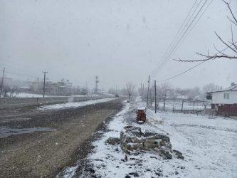Yayla Mahallerine Kar Yağdı Kartpostallık Görüntü Oluştu