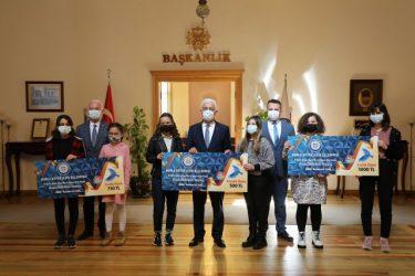 RESİM YARIŞMASI'NIN ÖDÜLLERİ BAŞKAN'DAN